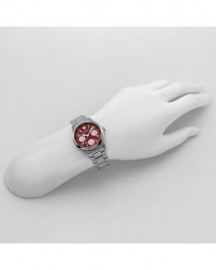 レッド セレブ 腕時計見る