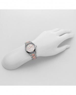 ホワイトパール セレブ 腕時計見る