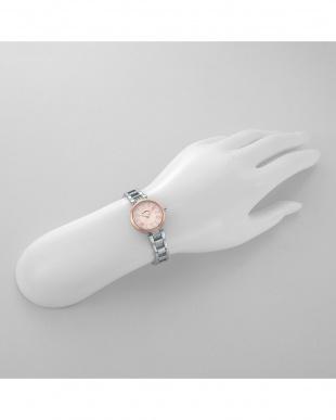 ホワイトRSP スパークルタイム 腕時計見る