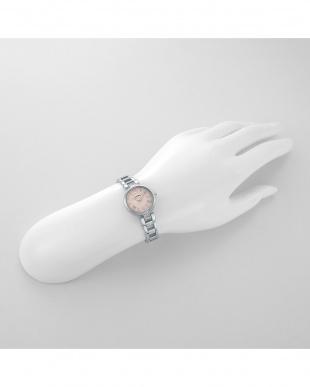 ホワイトSP スパークルタイム 腕時計見る