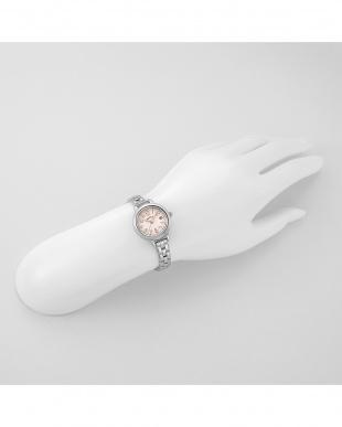 ホワイトSP トゥインクルタイム 腕時計見る