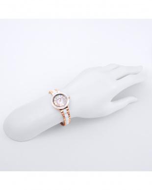 ホワイトパールCPG ラブスポーツ 腕時計見る