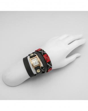 ホワイト GUATEMALABEADED 腕時計見る