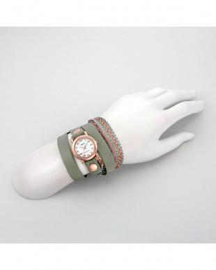 ホワイト GLITTERコラボレーション 腕時計見る
