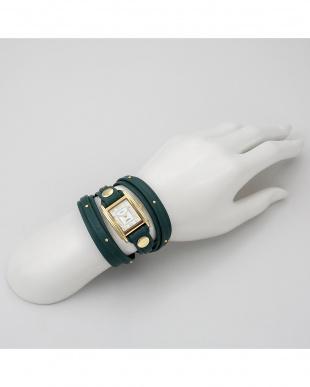 ホワイト GISELeコラボレーション 腕時計見る