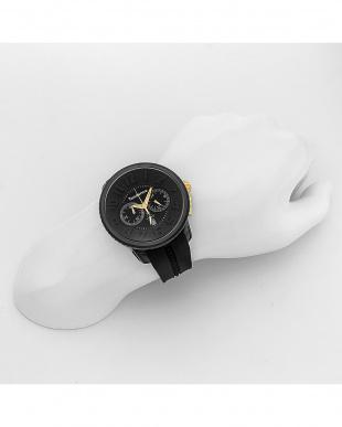 ブラック ガリバーラウンドクロノ 腕時計見る