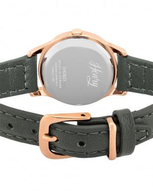 グレー FINCHLEY レザーバンド腕時計見る