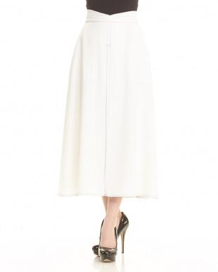 白 デザインステッチスカート見る
