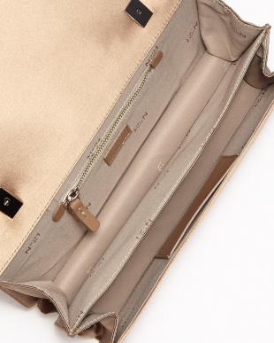 ベージュ系 ツイストテイストデザインショルダーバッグ見る