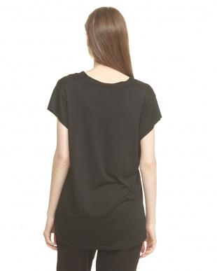 ブラック  深めVネックTシャツ見る