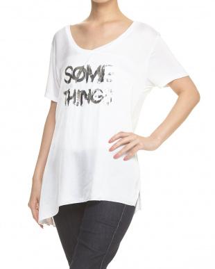 ホワイト シャイニーロゴTシャツ見る