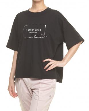 ブラック  スパンコールロゴTシャツ見る