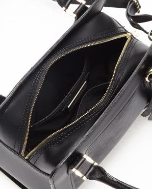 ブラック  タッセルチャーム付きバッグ見る