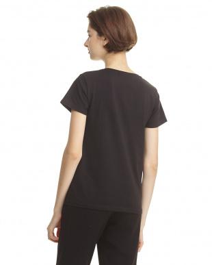 ブラック Tシャツ ボタン×ビーズ装飾見る