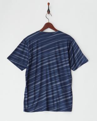 PEACOAT-QUIET SHADE  テック グラフィック SS Tシャツ見る