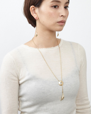 Gold Calla lily necklace見る