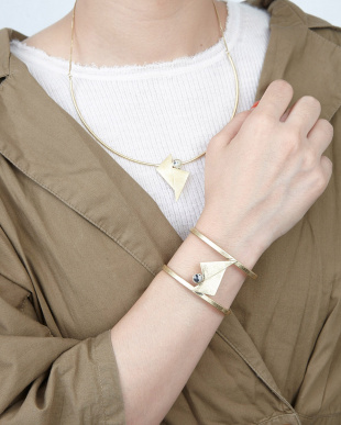 White  Triangle Stone Necklace見る