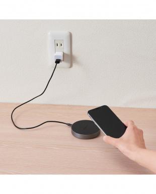 ブラック  Qi規格対応ワイヤレス充電器見る