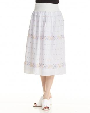 ホワイト  刺繍スカート見る