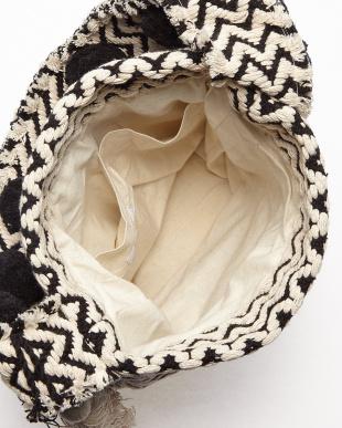 OFF WHITE×BLACK PON PON JACQUARD BUCKET SHOULDER BAG(手織り)見る