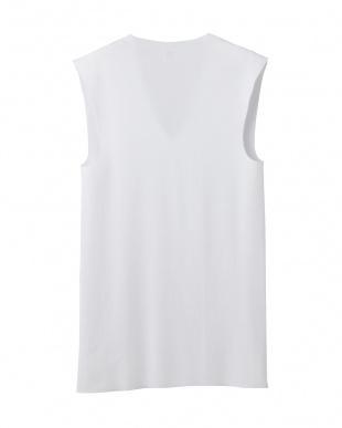 ホワイト Vネックスリーブレスシャツ見る