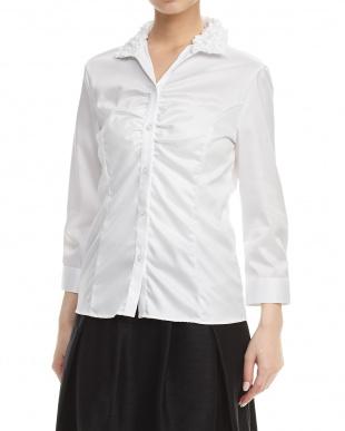 白 フリルカラーギャザー入りシャツ見る