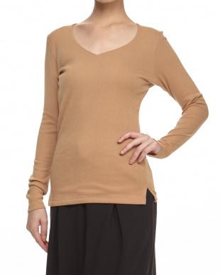 ベージュ 定番V開き前2重長袖Tシャツ見る