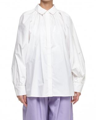WHITE ボリュームシャツ見る